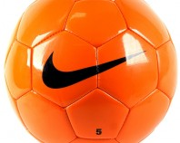 myach-futbolnyiy-nike-team-training